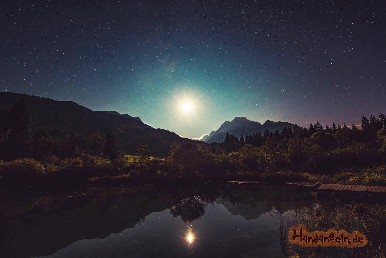 Barsch angeln bei Nacht See Spiegelung