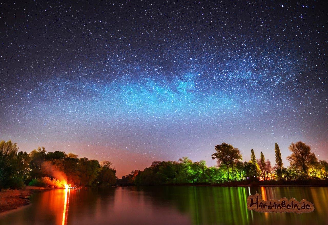 Forellenangeln nachts Vollmond See