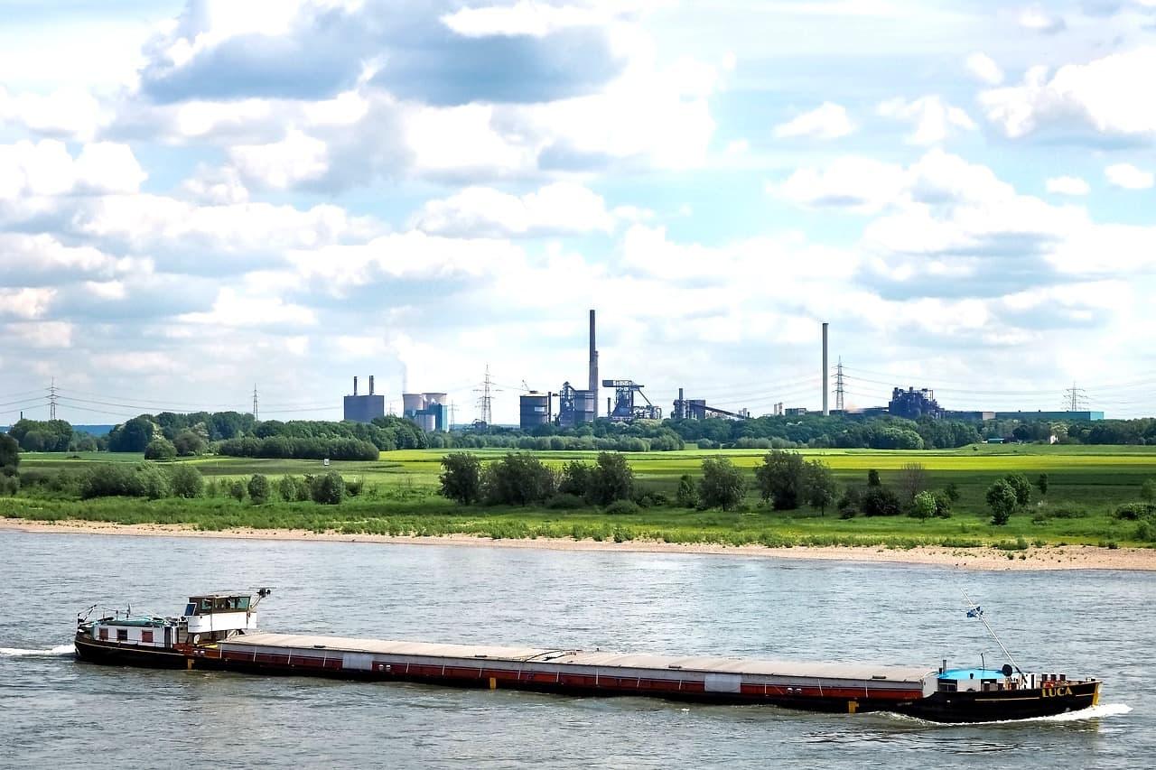 In Krefeld kannst du bspw. am Rhein angeln
