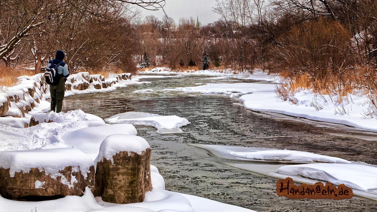 Zander angeln im Winter Fluss